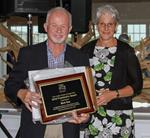 Gala 2016 - Rick Roy receiving award from Christine Menard